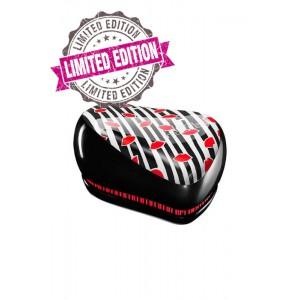 Tangle Teezer COMPACT Lulu Guinness Компактная расческа Цвет: Лилу Гинес, полосатый с красными губами